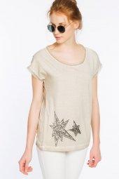 Ferrara Önü Siyah Boncuk Yıldız İşlemeli Bej Tişört