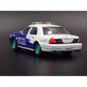 Greenlight 2001 Ford Crown Victoria Holiday Ornament 1 64