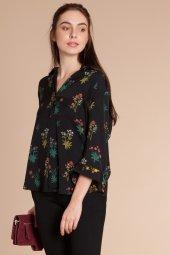 Maya Çiçek Baskılı Siyah Gömlek