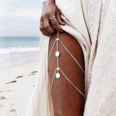 Gümüş Renk Pul Detaylı Vücut Bacak Kolyesi Takı Ak...