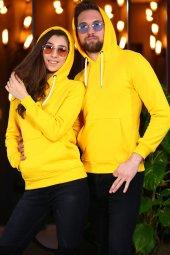 Sarı Kanguru Cepli Kapüşonlu Sweatshirt Sevgili Kombini