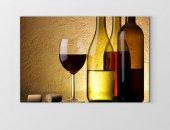 Dekoratif Şarap Şisesi Ve Bardaklar Tablosu